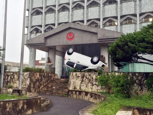 石垣島で車が横転