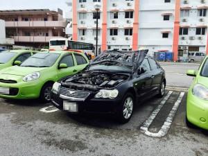 石垣島で台風で車が横転